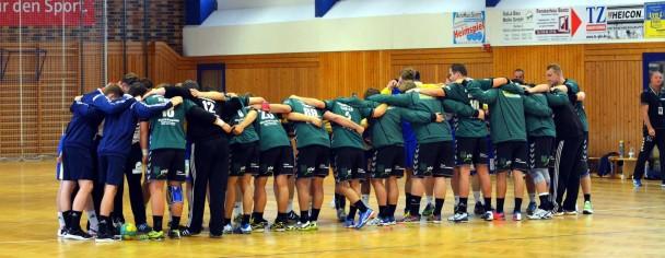 Beide Mannschaften bei der Begrüßung Bild: TSG Lübbenau - Handball